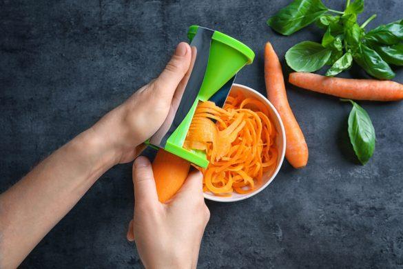 Gezond eten met behulp van een spiraalsnijder